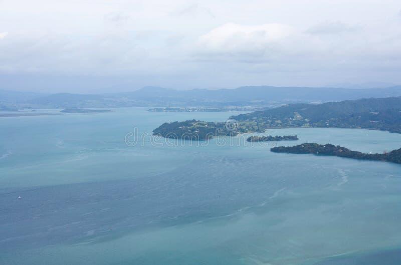 在帕鲁阿海湾的一个看法从Mt 在旺阿雷附近的Manaia在北国在新西兰 库存照片