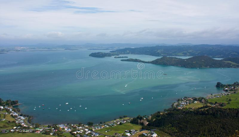 在帕鲁阿海湾的一个看法在旺阿雷附近在北国在新西兰 库存照片