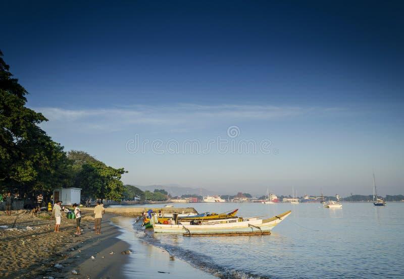 在帝力的传统渔船在东帝汶leste靠岸