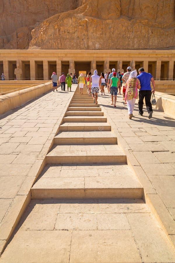 在帝王谷附近位于的女王Hatshepsut太平间寺庙 库存照片