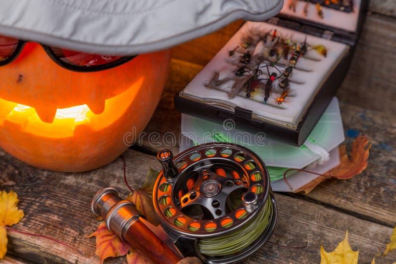 在帽子的万圣夜南瓜有飞鱼的滑车的 库存照片
