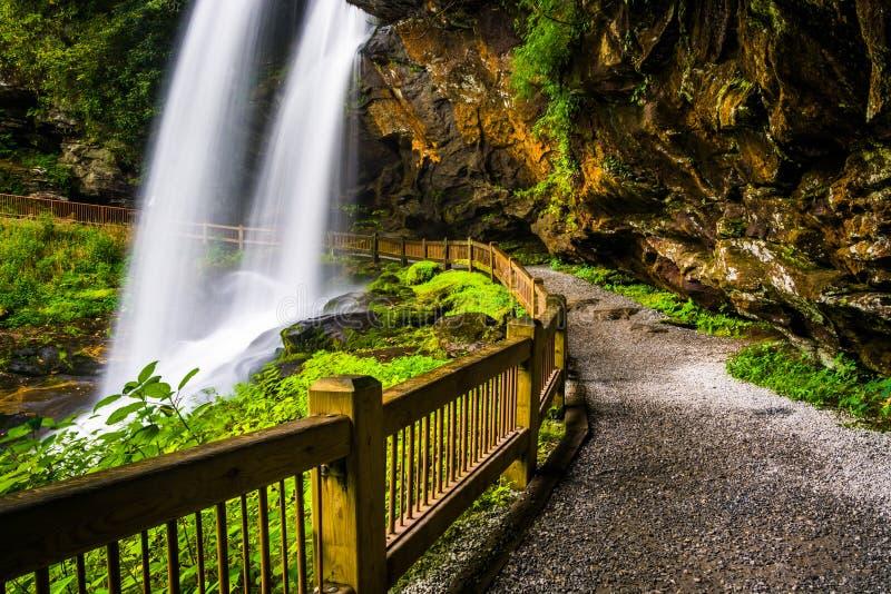 在干瀑布后的足迹,在Nantahala国家森林里,北部汽车 库存照片