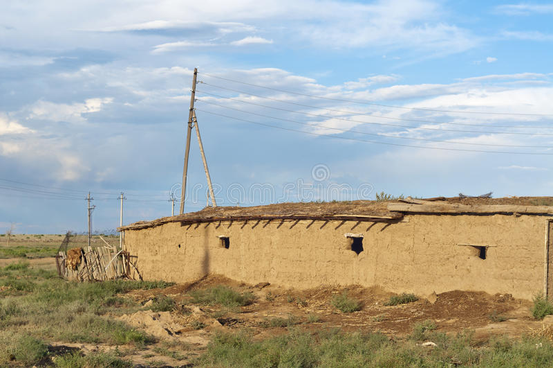 在干草原的住房在中亚(哈萨克斯坦) 免版税库存图片