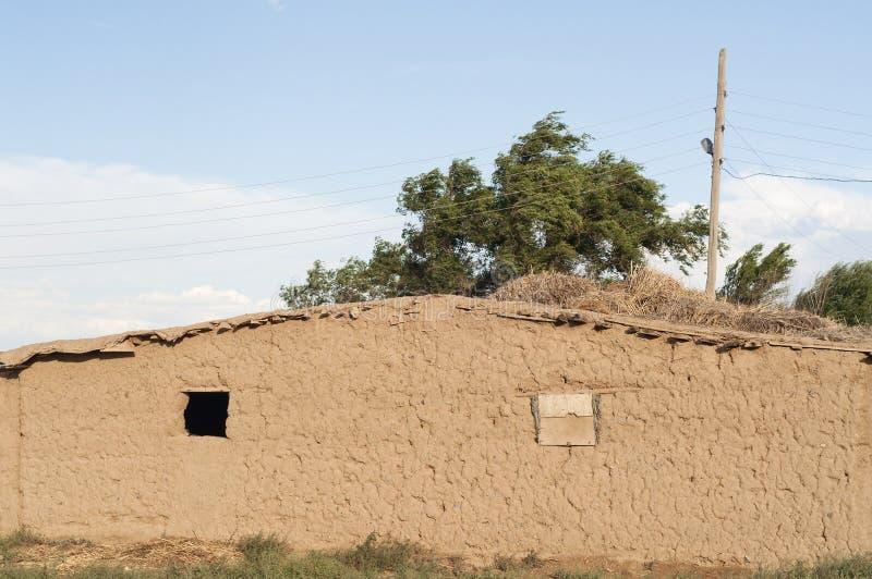 在干草原的住房在中亚(哈萨克斯坦) 图库摄影