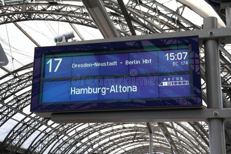 在平台屏幕上的汉堡 库存照片