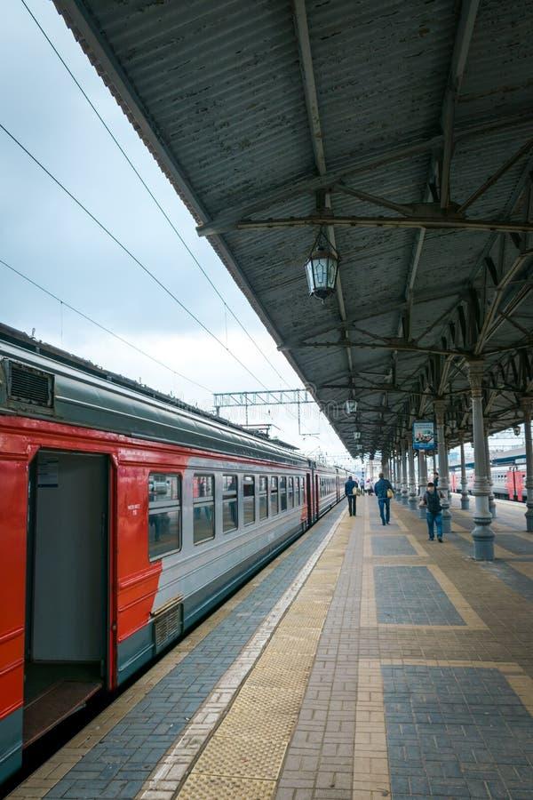 在平台的一列火车在莫斯科,俄罗斯 库存图片