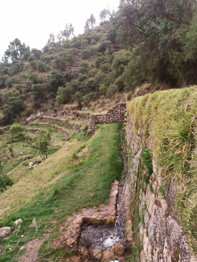 在平台附近的石墙 库存照片