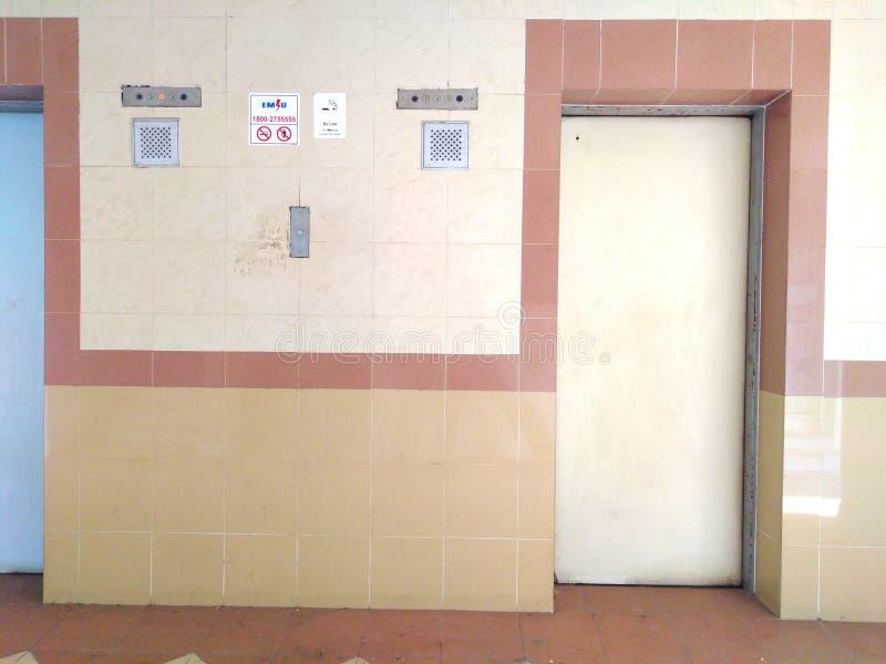 在平展建屋发展局的老推力大厅 库存照片