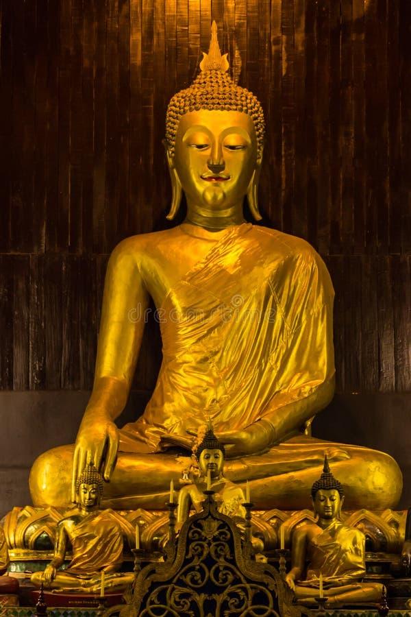 在平底锅位于清迈的陶寺的菩萨雕象,泰国 免版税库存图片