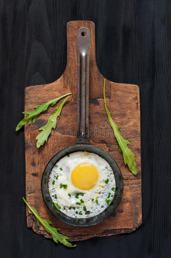 Download 在平底锅,顶视图的煎蛋 库存图片. 图片 包括有 没人, 饮食, 顶层, 传统, 土气, 视图, 鲜美, 早晨 - 72360187