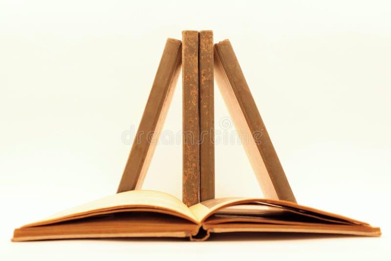 在平衡的书 免版税库存照片