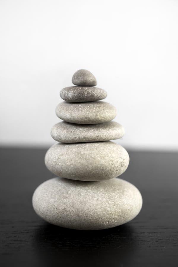 在平衡的禅宗石塔 库存照片