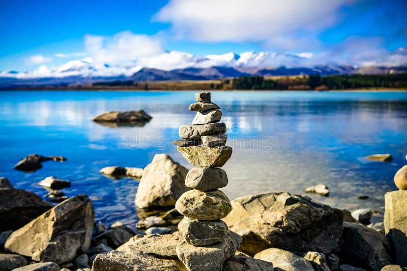 在平静的特卡波湖的和平 免版税库存照片