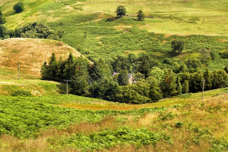 在幽谷德文郡的美丽如画的看法在苏格兰乡下 免版税库存照片