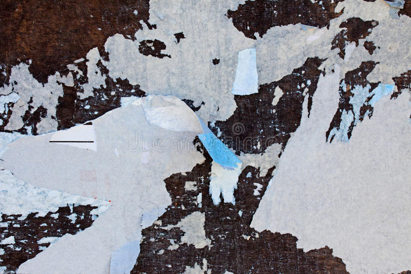 Download 在广告牌的被撕毁的海报 库存照片. 图片 包括有 纸张, 广告, 减速火箭, 表面, 织地不很细, 撕毁 - 30335672