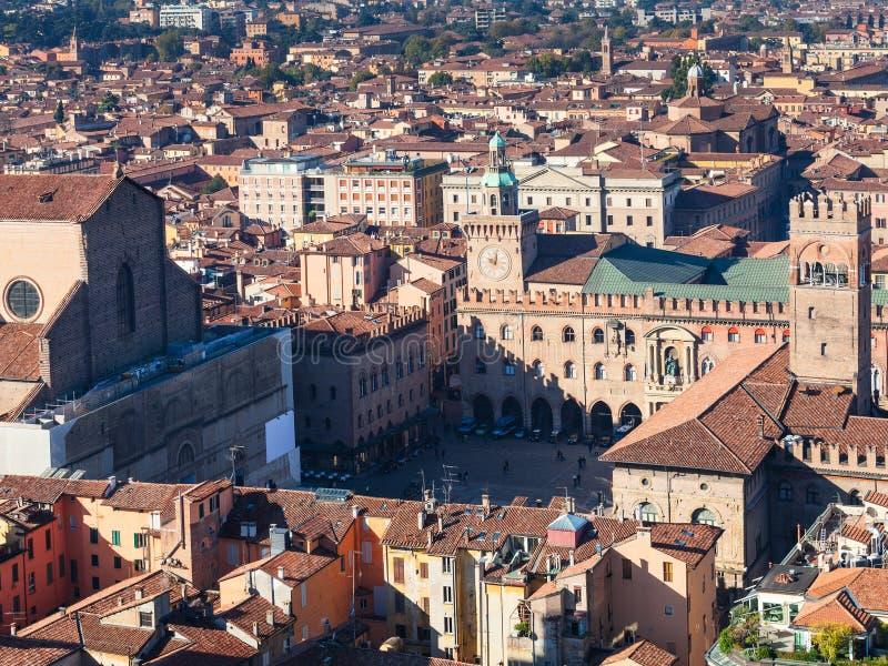 在广场上Maggiore看法在波隆纳城市 免版税库存图片