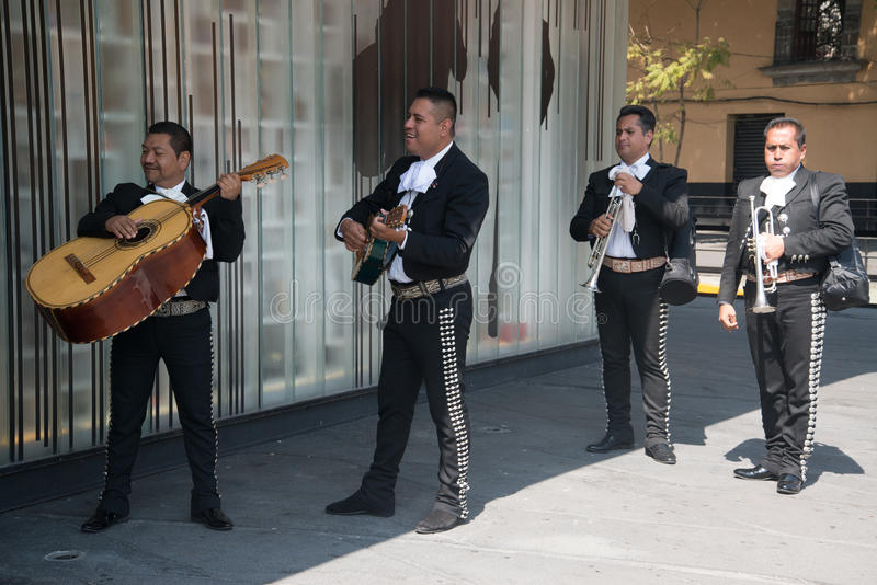 在广场加里波第的墨西哥流浪乐队在墨西哥城 库存照片