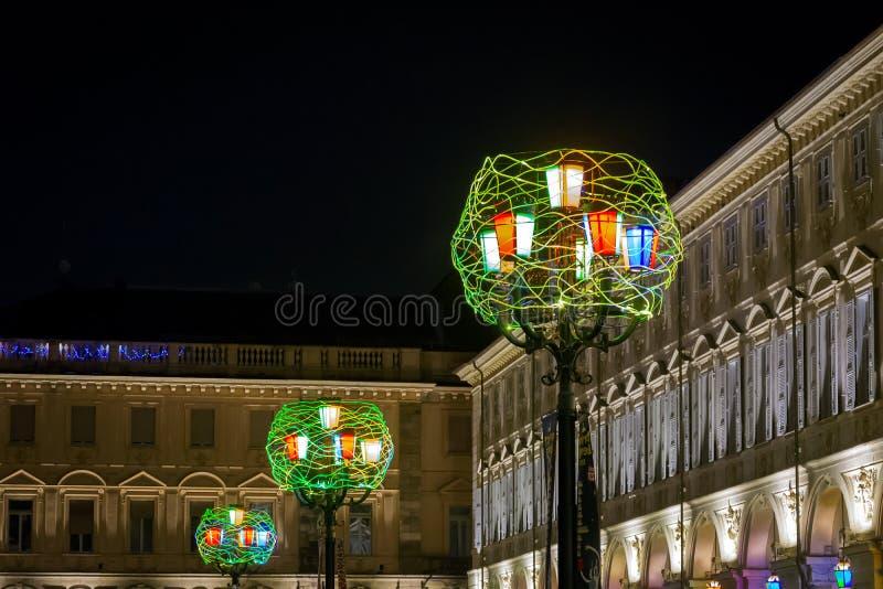 在广场圣克罗,都灵,意大利的圣诞灯 免版税库存图片