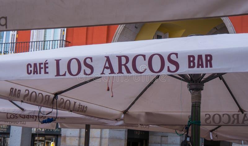 在广场市长的Los卡约埃尔考斯酒吧在马德里 图库摄影