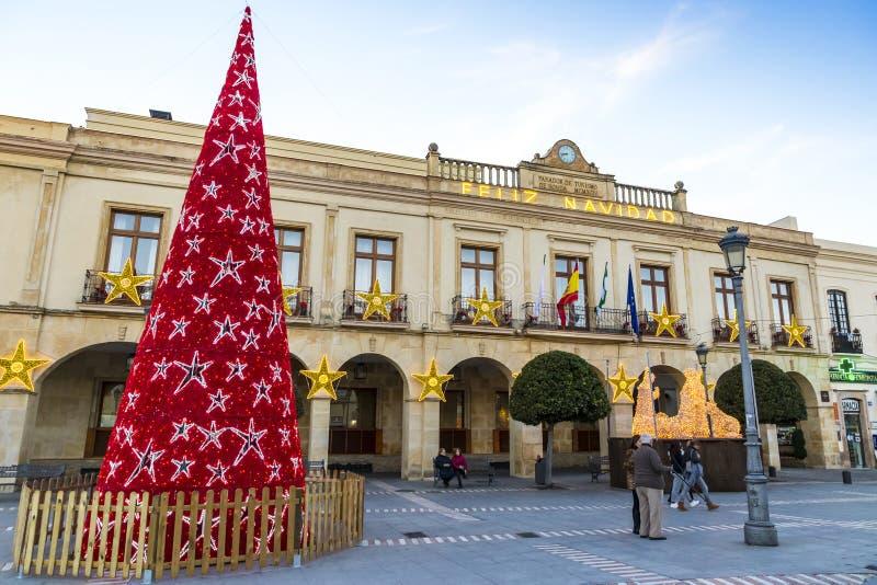 在广场西班牙的装饰的新年树在朗达市,安大路西亚 图库摄影