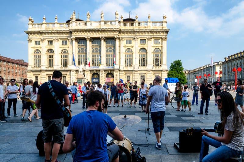 在广场castello都灵,意大利的音乐 免版税库存照片