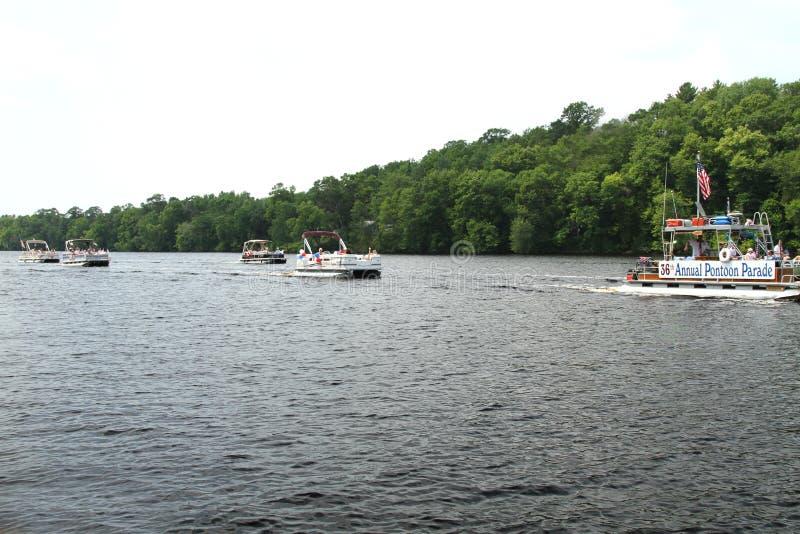 在庆祝美国独立日的河的浮船游行,美国独立纪念日 库存图片