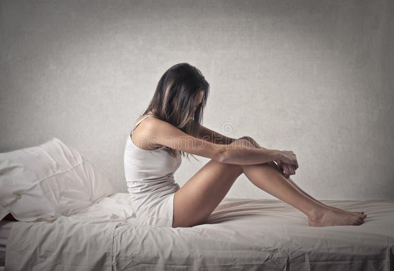 在床上的妇女 免版税图库摄影