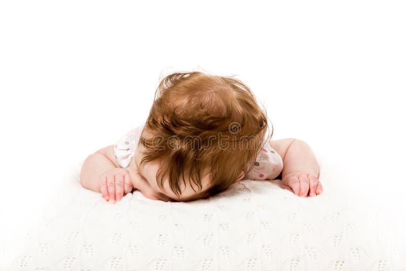 在床上的头躺下的婴孩 库存图片