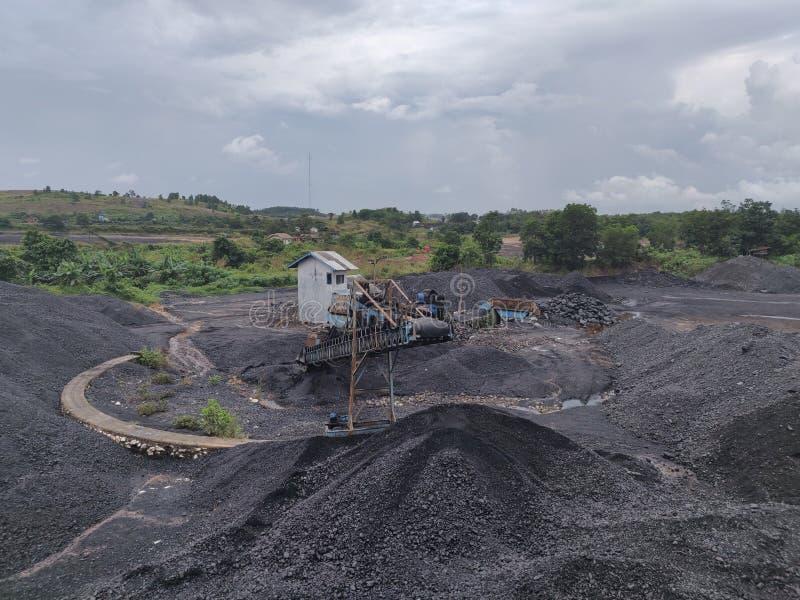 在库存的煤压碎机,沥青-无烟煤,高级煤炭 免版税库存图片