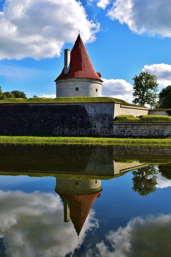在库雷萨雷堡垒,爱沙尼亚的壮观的城堡塔 免版税库存图片