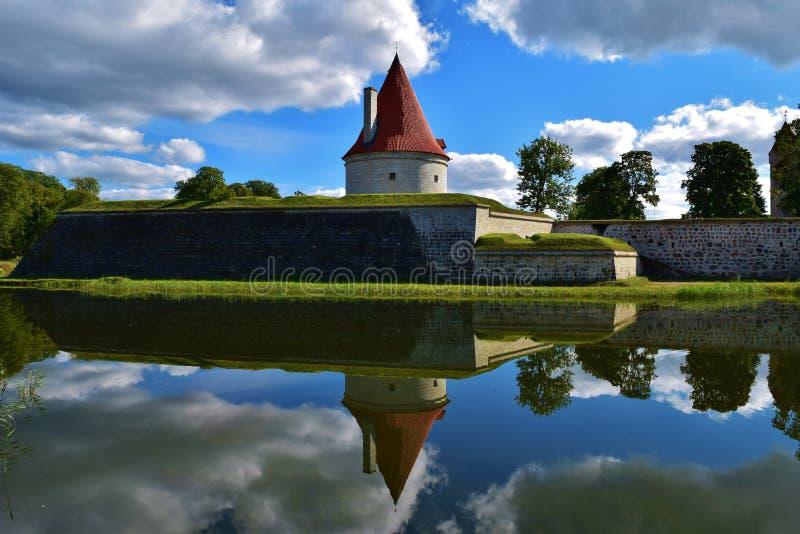 在库雷萨雷堡垒,爱沙尼亚的壮观的城堡塔 库存照片