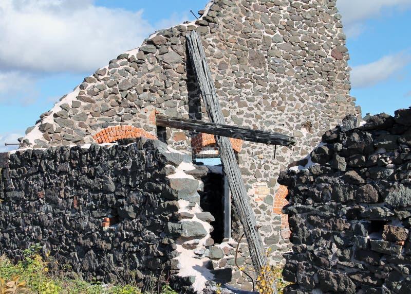 在废墟的十字架 图库摄影