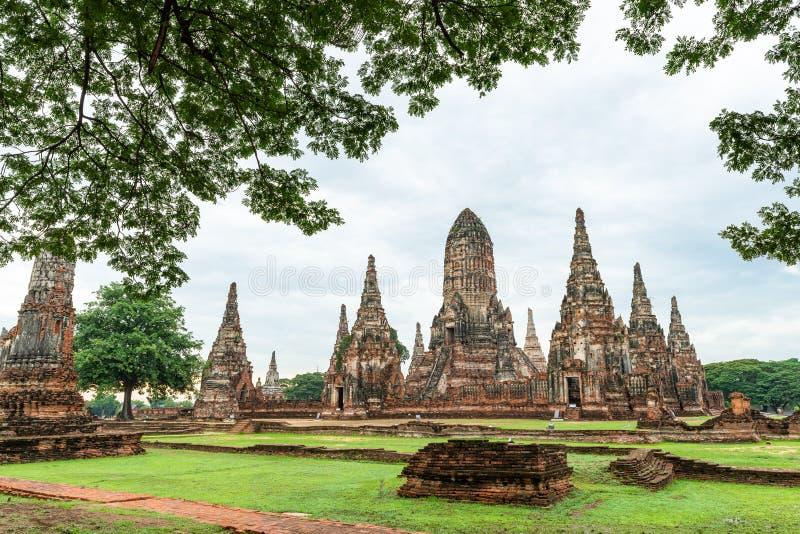 在废墟的Wat Chaiwattanaram寺庙 免版税图库摄影