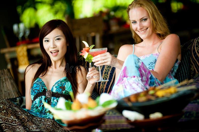 在度假的妇女 免版税库存照片