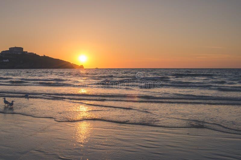 在康沃尔郡海岸的落日  库存图片