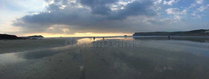 在康沃尔郡英国海滩的全景 免版税图库摄影