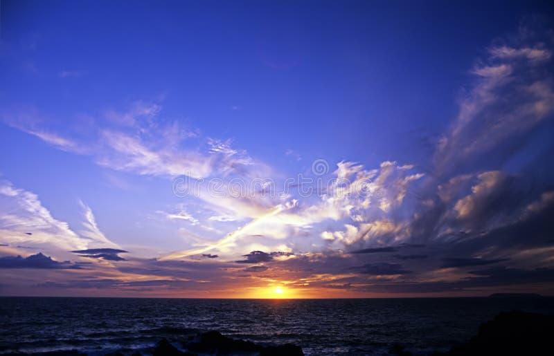在康沃尔郡` s大西洋的日落 免版税库存照片