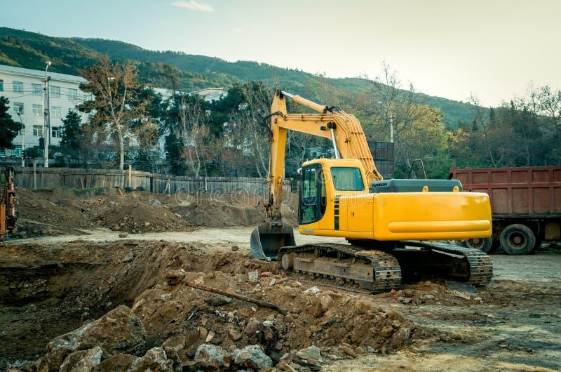 在建造场所的工业机械 库存图片