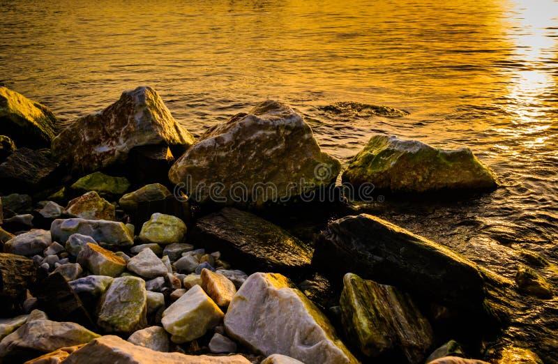 Download 在开垦荒地的岩石堆 库存图片. 图片 包括有 区域, 火鸡, 海洋, 建筑, 海边, 石头, 青苔, 装填 - 72353211