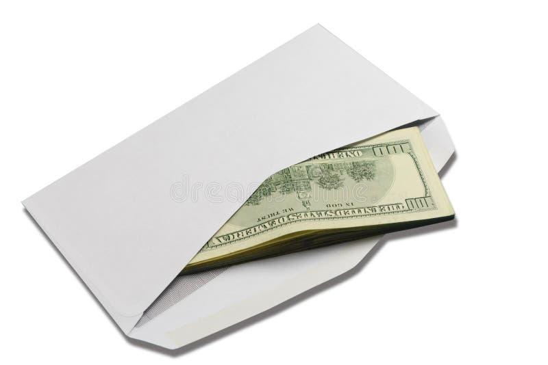 在开放白色邮政信封的美国美元在白色被隔绝的背景 免版税图库摄影