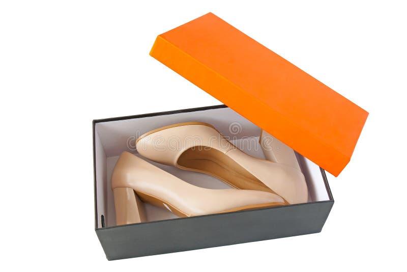 在开放箱子的妇女鞋子 库存照片