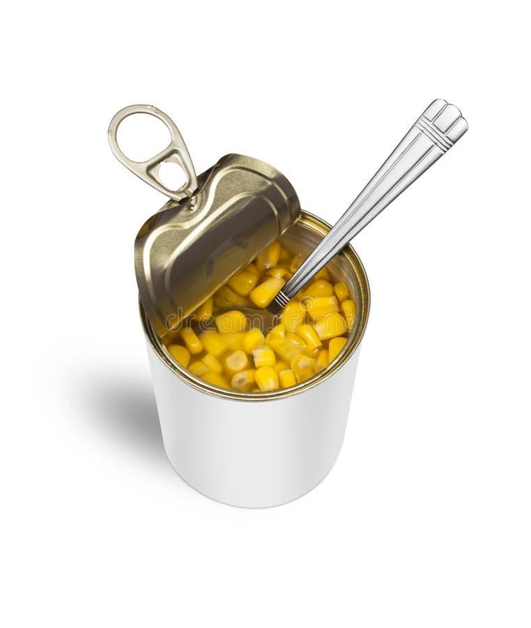 在开放锡罐的甜玉米与匙子 库存照片