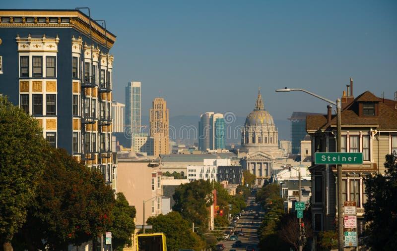 在弗尔顿街旧金山加利福尼亚下的政府大厦Buidling 免版税库存照片