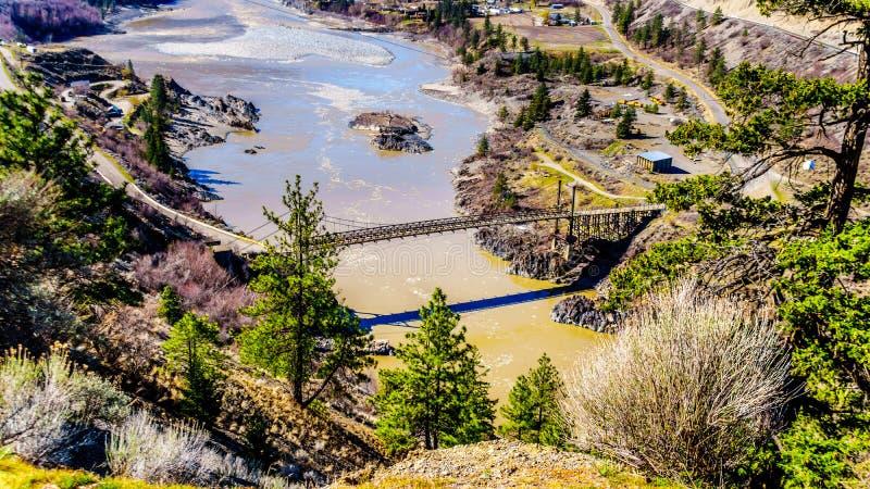 在弗拉塞尔河的一座单行道桥梁利卢埃特,不列颠哥伦比亚省,加拿大镇的  免版税库存照片
