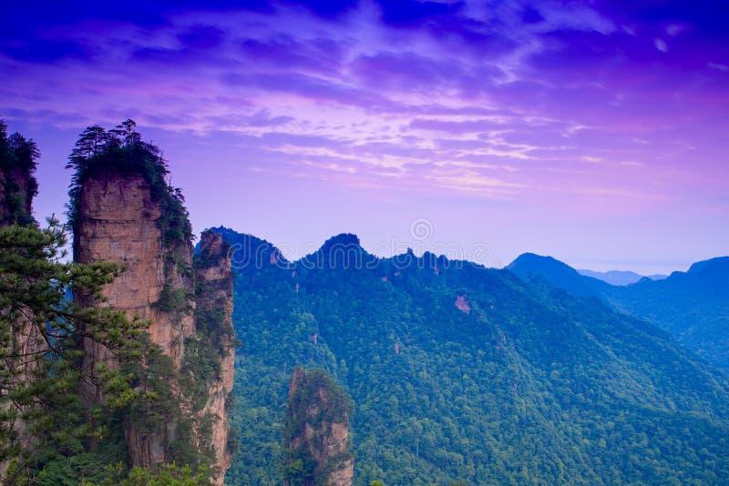 在张家界国家公园山的黎明  免版税图库摄影