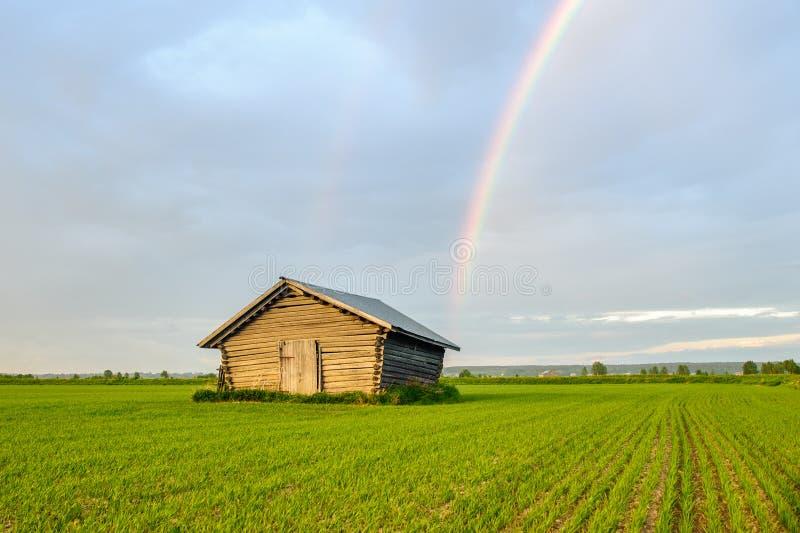 在彩虹下 库存图片