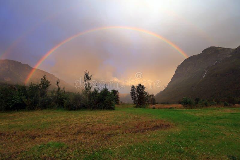 在彩虹的山 免版税库存图片