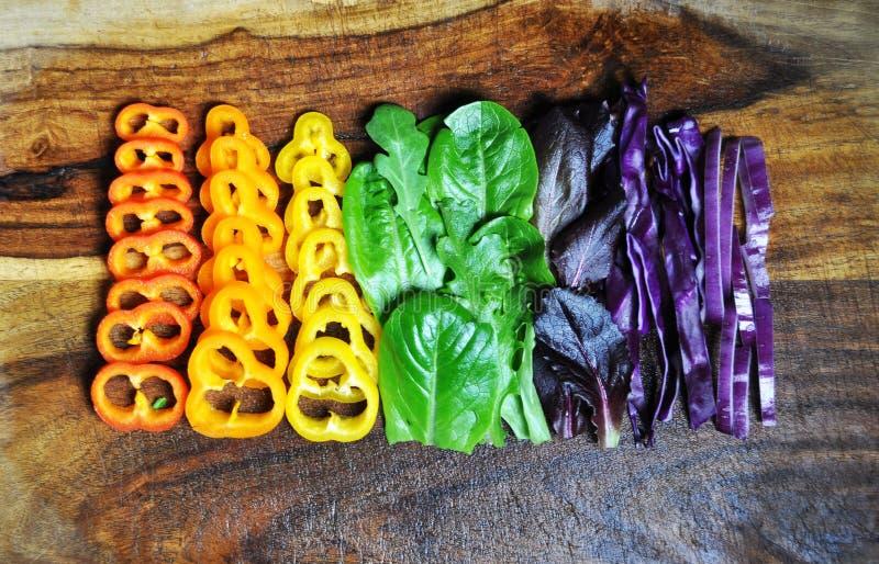 在彩虹颜色的有机可食的食物 库存照片