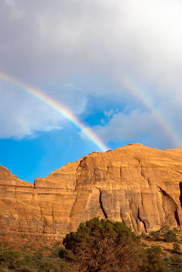 在彩虹风暴谷的双纪念碑 库存图片
