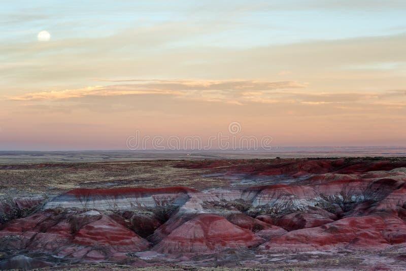 在彩绘沙漠的日落 库存图片